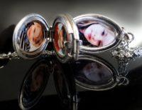 Médaillon 4 photos,perle du temps,cadeau anniversaire, bijou vintage, mode vintage, médaillon victorienne, locket, silver locket, médaillon a deux photo, two photos locket, medalion ze zdjeciem,,melion na dwa zdjęcia, bijou personnalisé, pendentif argenté