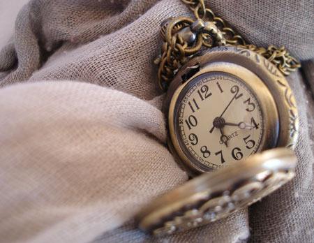 Montre pendentif tatouage 3 perles du temps - Montre gousset tatouage ...