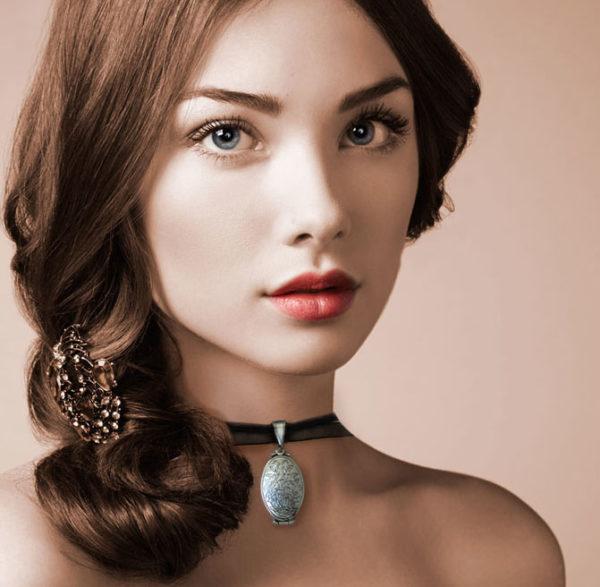médaillon argent a quatre photos, médaillon personnalisé, idée cadeau, petite médaillon, médaillon victorien, bijou victorien, bijou personnalisable, médaillon ovale en pendentif, création de bijou, bijou perles du temps