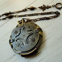 Découvrez Clé USB Vintage - perles du temps