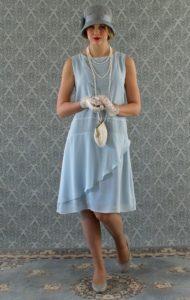 Illustrer montrer la robe des années 1920.